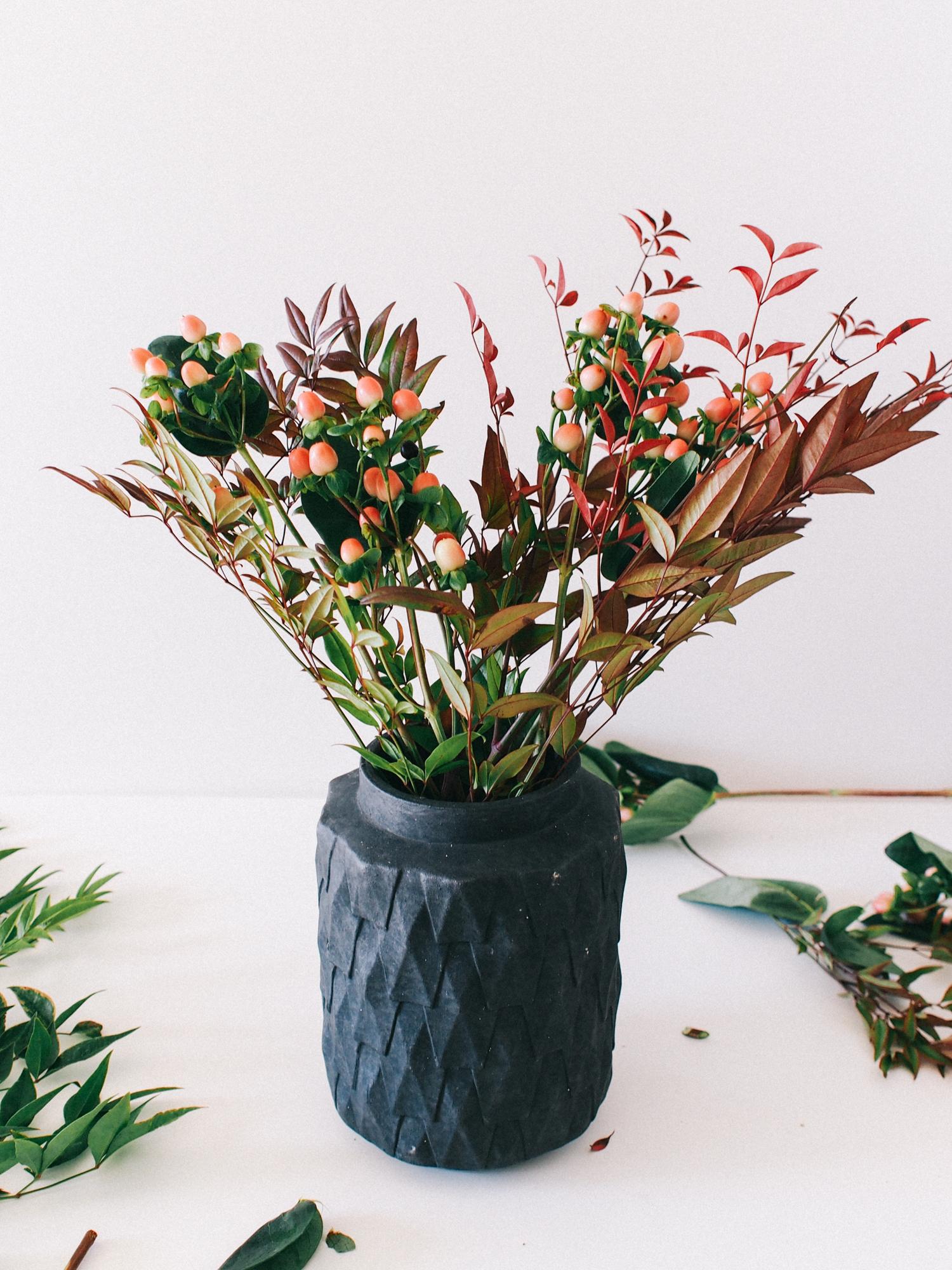 Steps to a simple flower arrangement for your next dinner party! | A Fabulous Fete