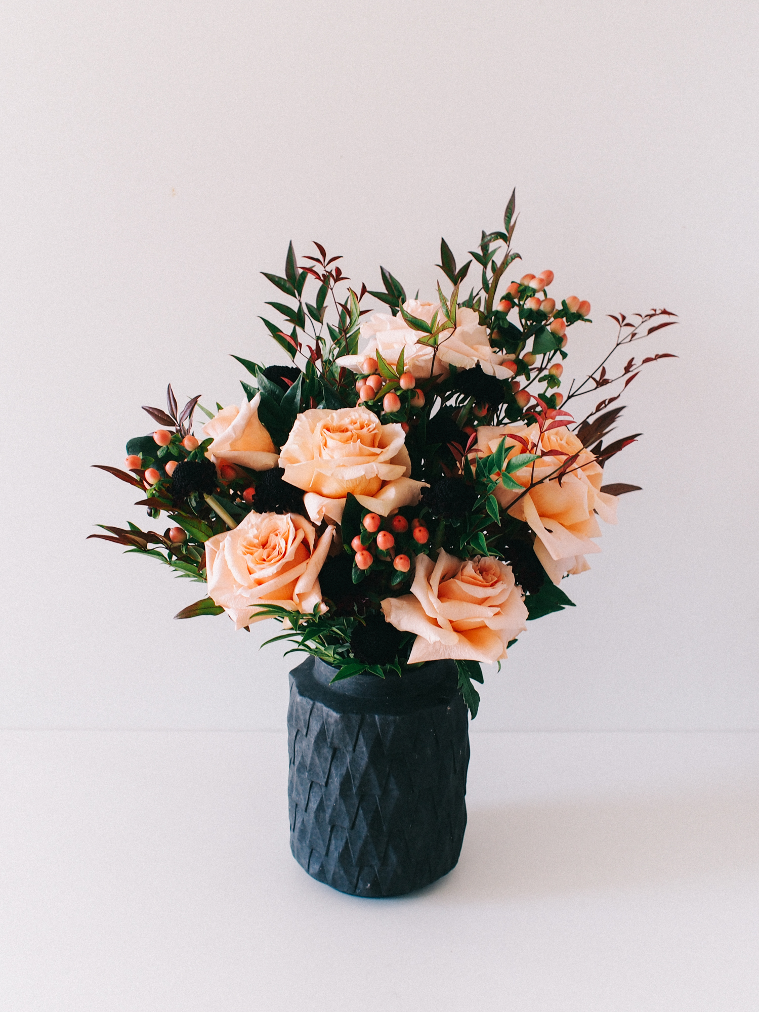 How to create a holiday flower arrangment | A Fabulous Fete