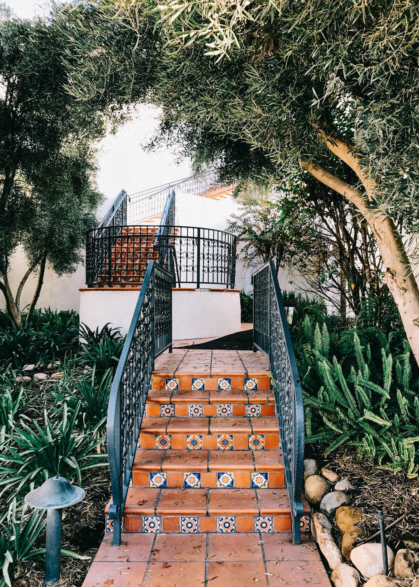Gorgeous walkways in Ojai | A Fabulous Fete