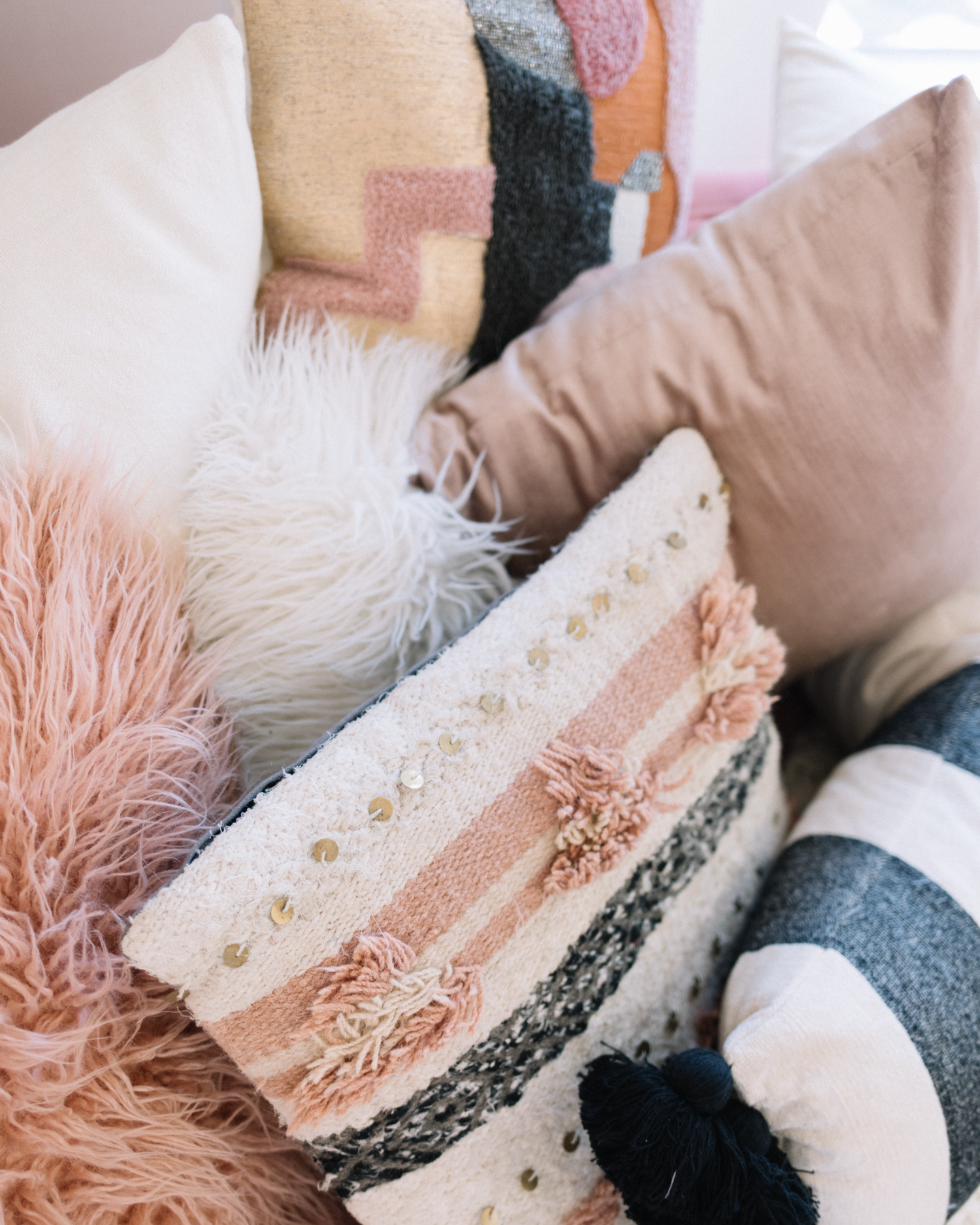 Throw Pillow Round Up | A Fabulous Fete