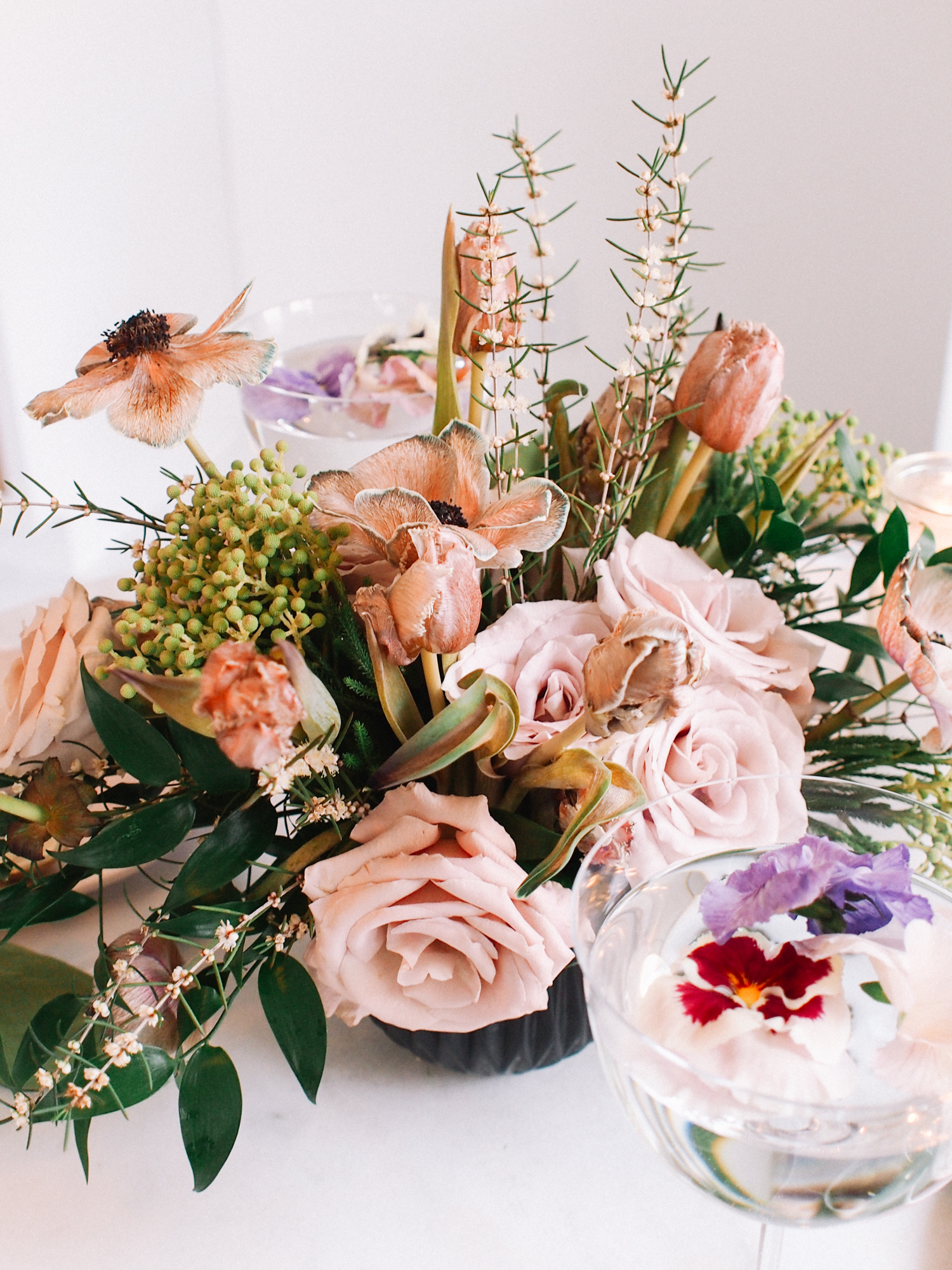 Springtime flowers for a perfect tabletop | A Fabulous Fete