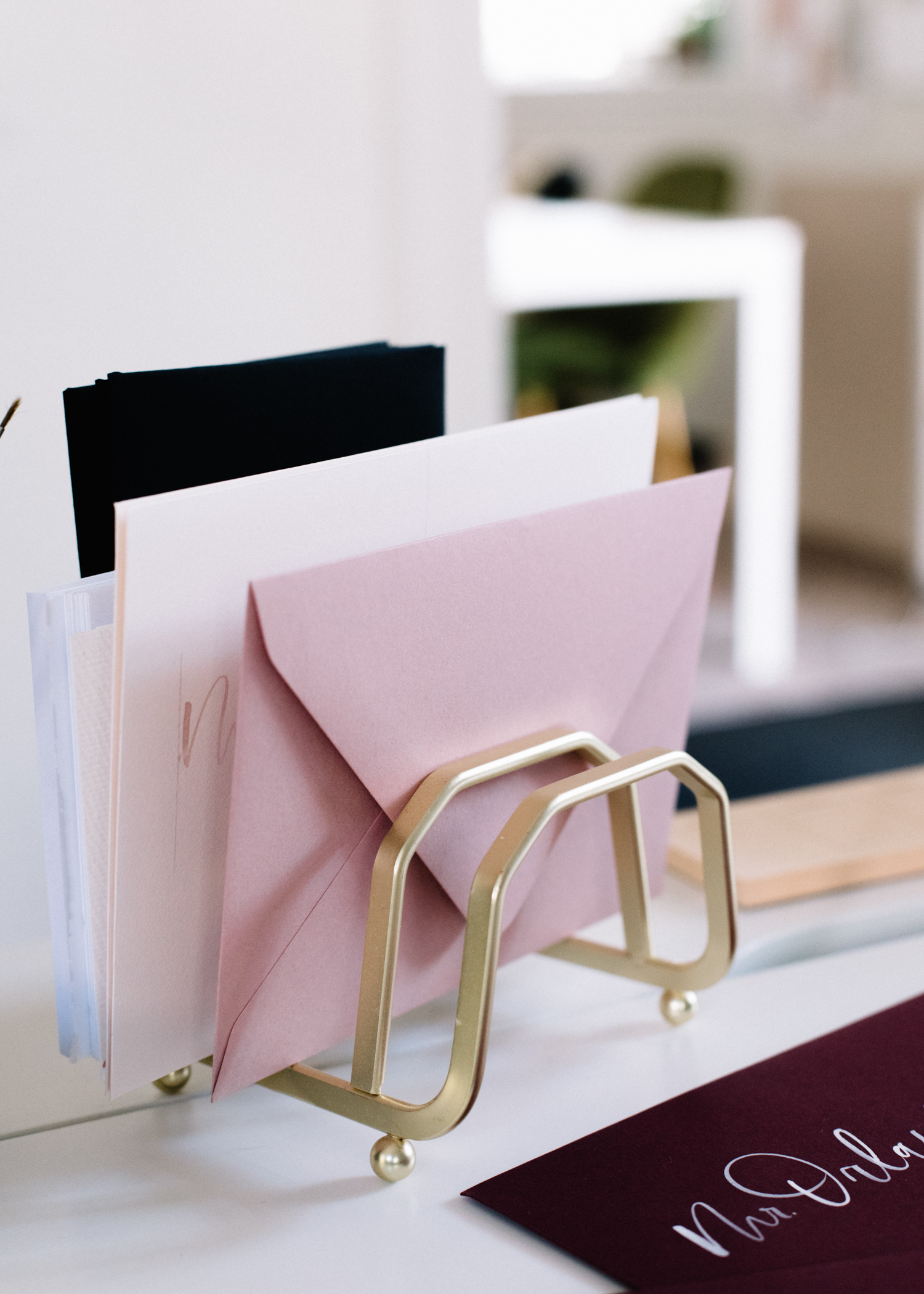 10 TIps for Keeping your Desk Organized / A Fabulous Fete
