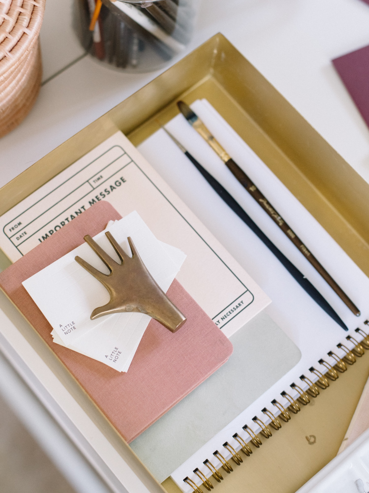 10 TIps for Keeping your Desk Organized | A Fabulous Fete