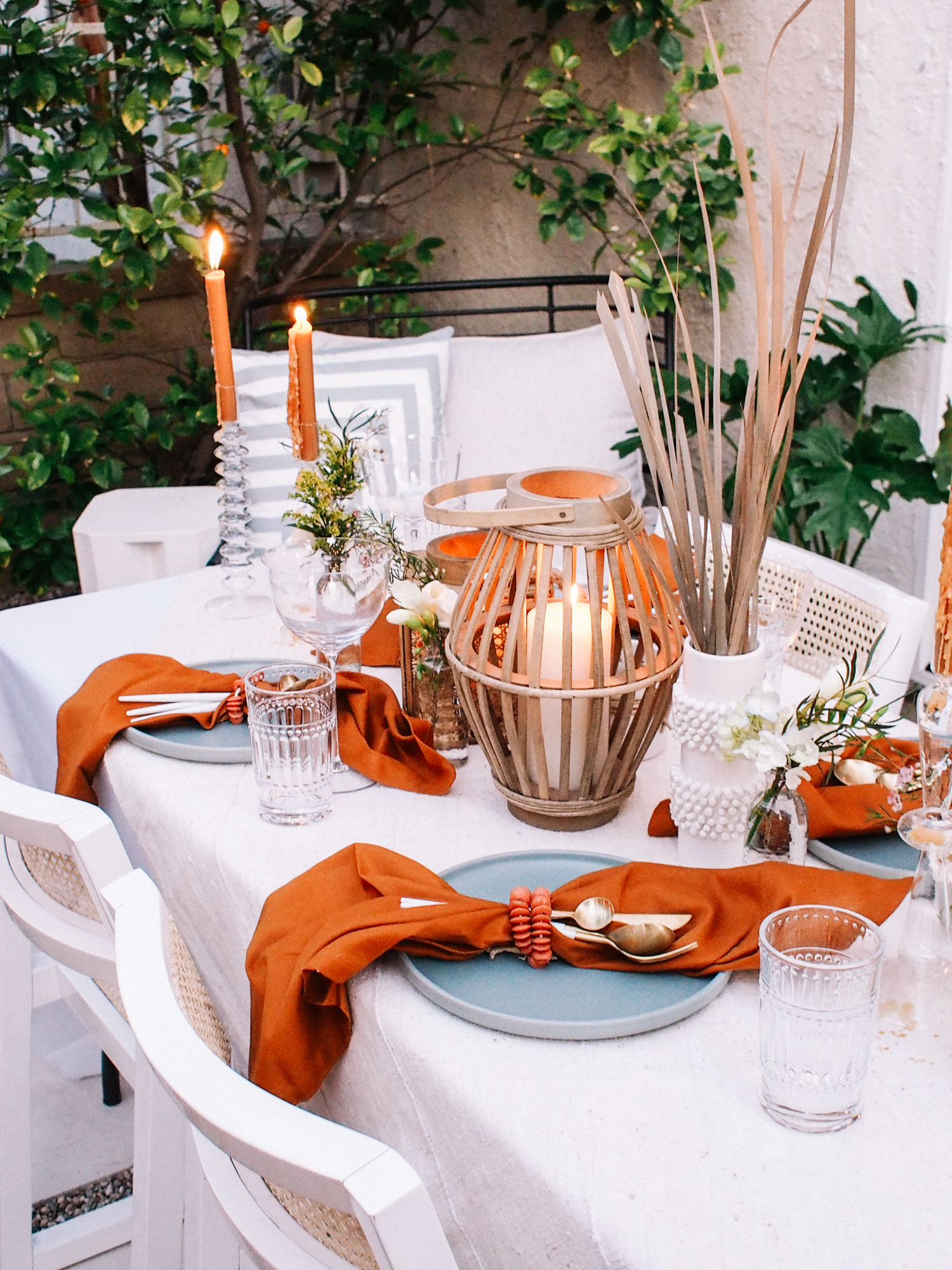 Tips for Hosting a Dinner In Your Backyard or Garden  | A Fabulous Fete