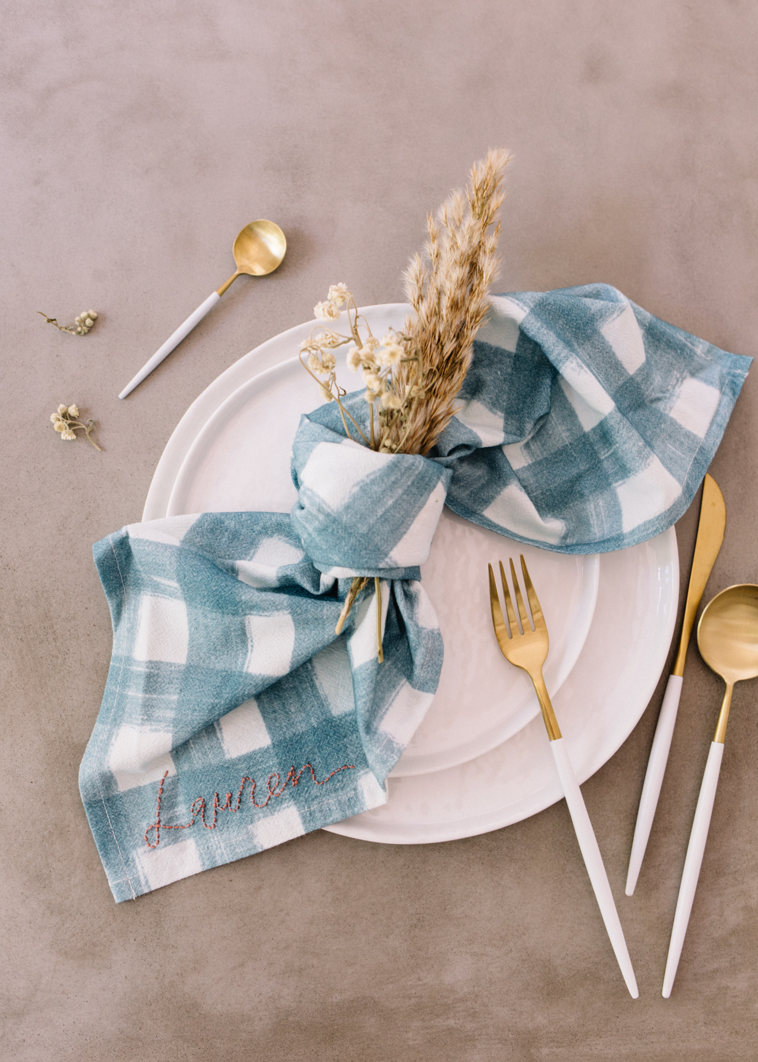 DIY: Embroidered Napkins - Hostess Gift || A Fabulous Fetejpg