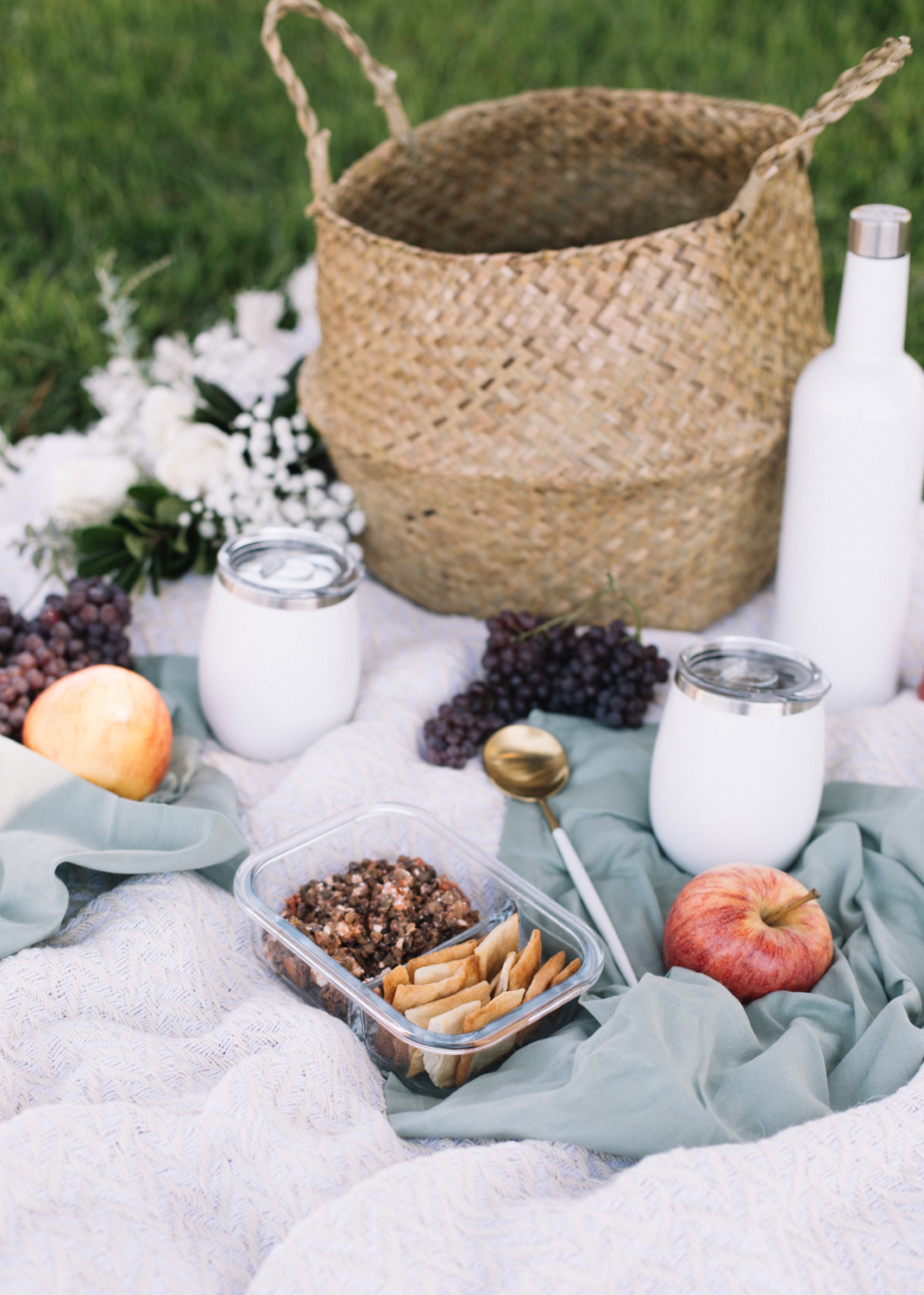 How to Pack for a Summer Picnic - A Fabulous Fete.jpg