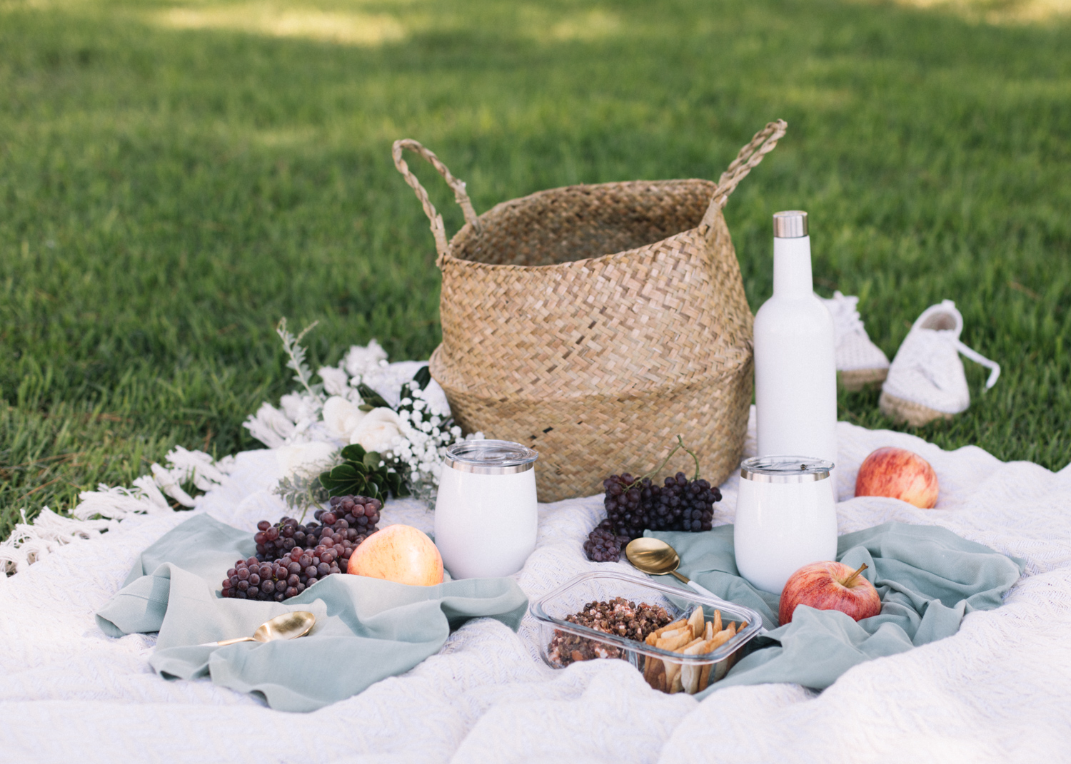Picnic Basket Essentials - A Fabulous Fete