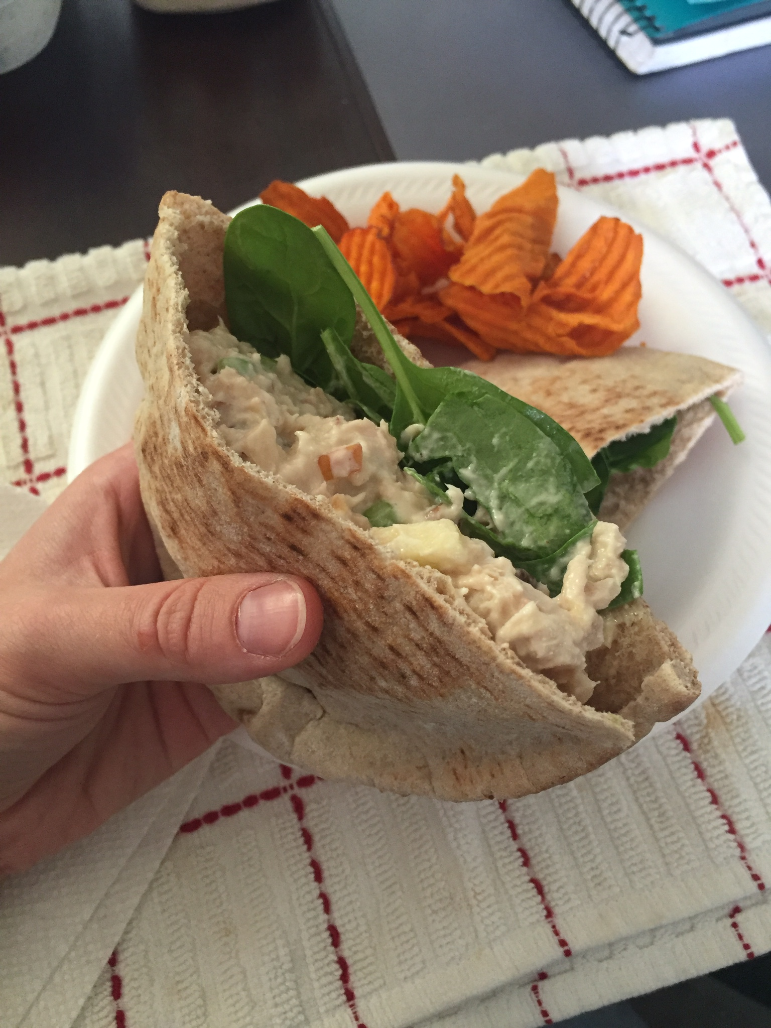 There's more than three leaves of spinach. They're just stuff under all the tuna goodness.