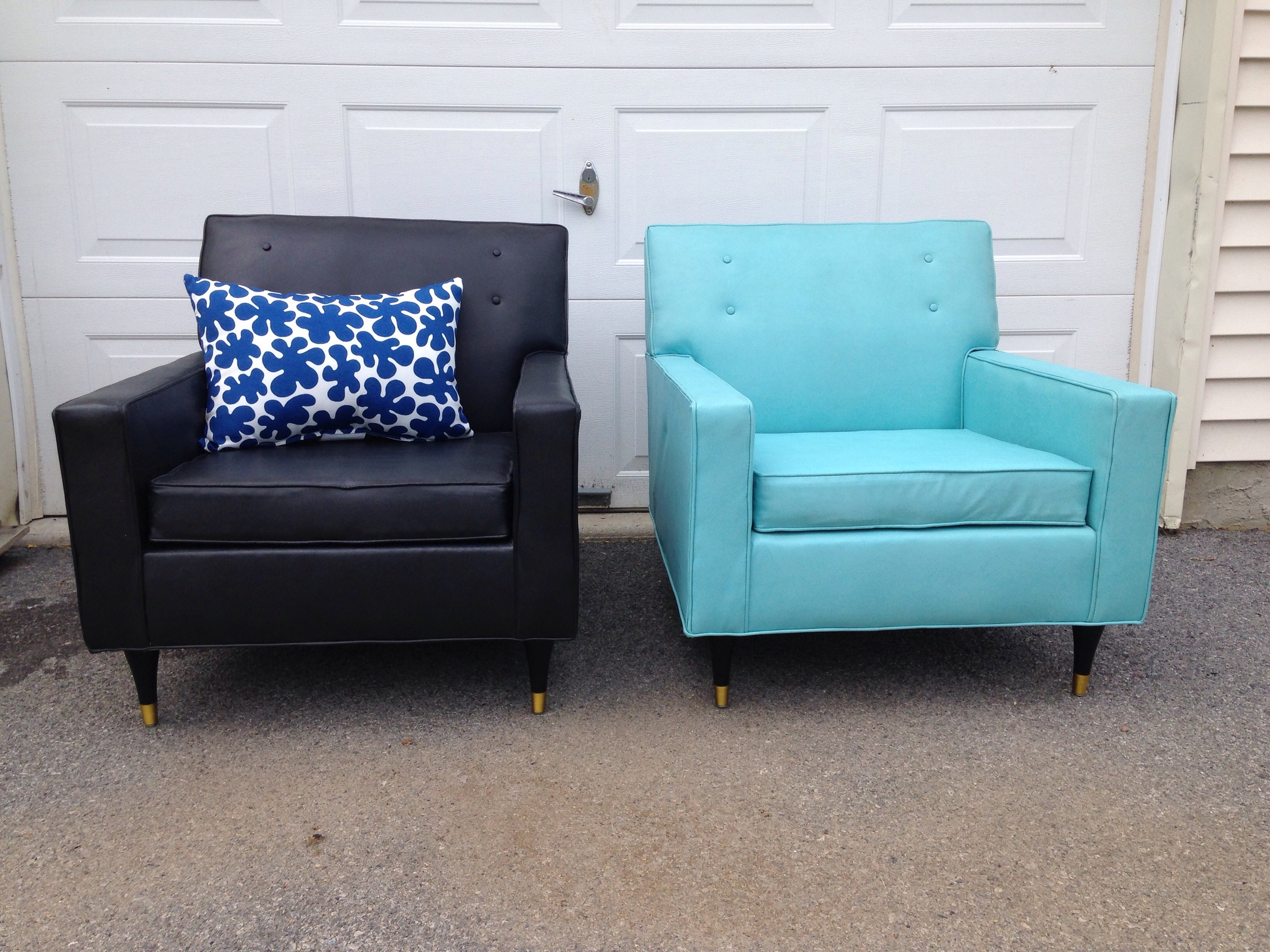 A pair of great coordinating club chairs!  The addition of black to the mix really breaks up the set nicely.  These are available as a set of 2.