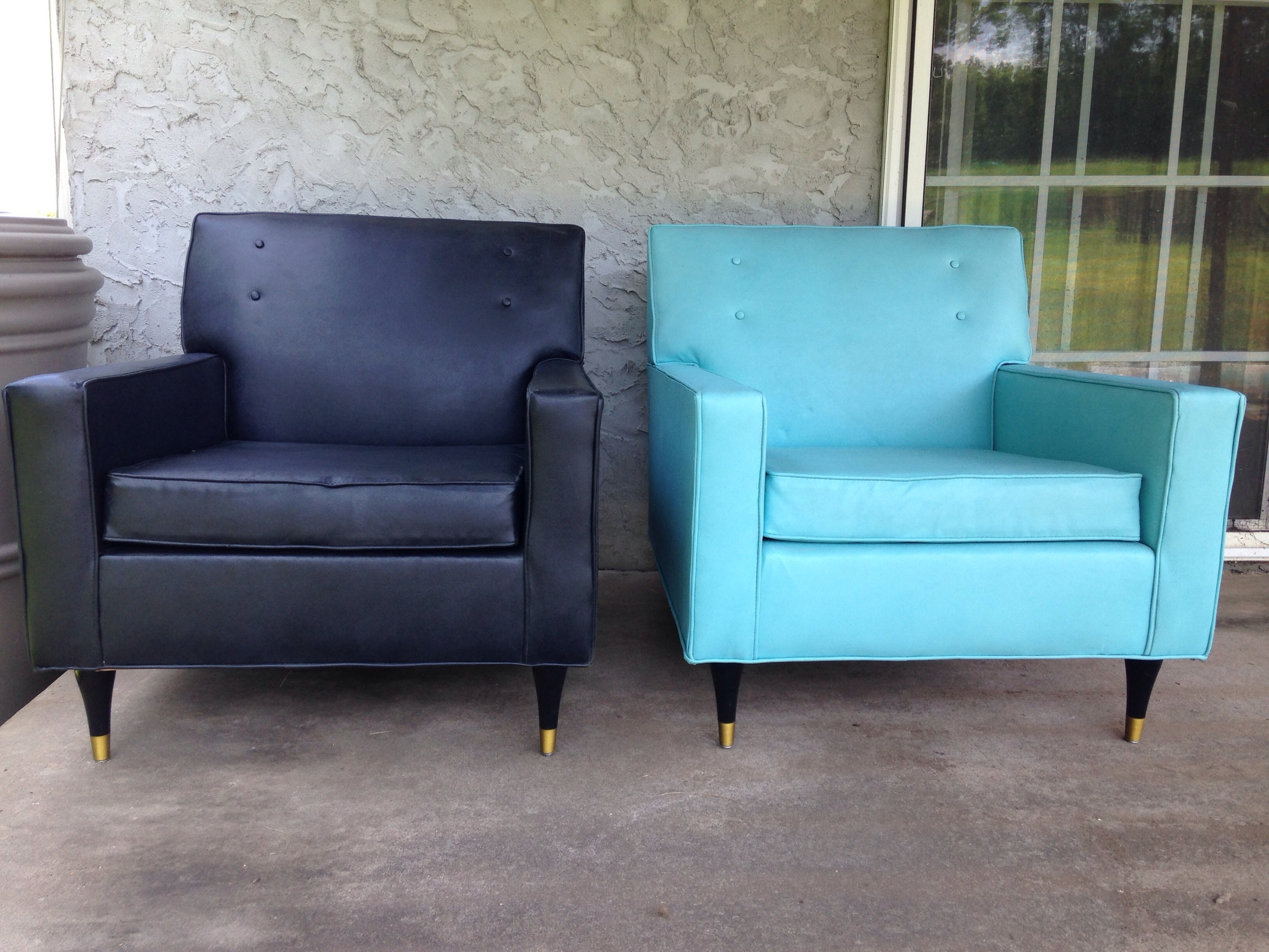 Pair of club chairs now available on etsy for regional buyers, chairish for national shipping. See also the 2 PC settee couch and make an instant Aqua living room! 😍