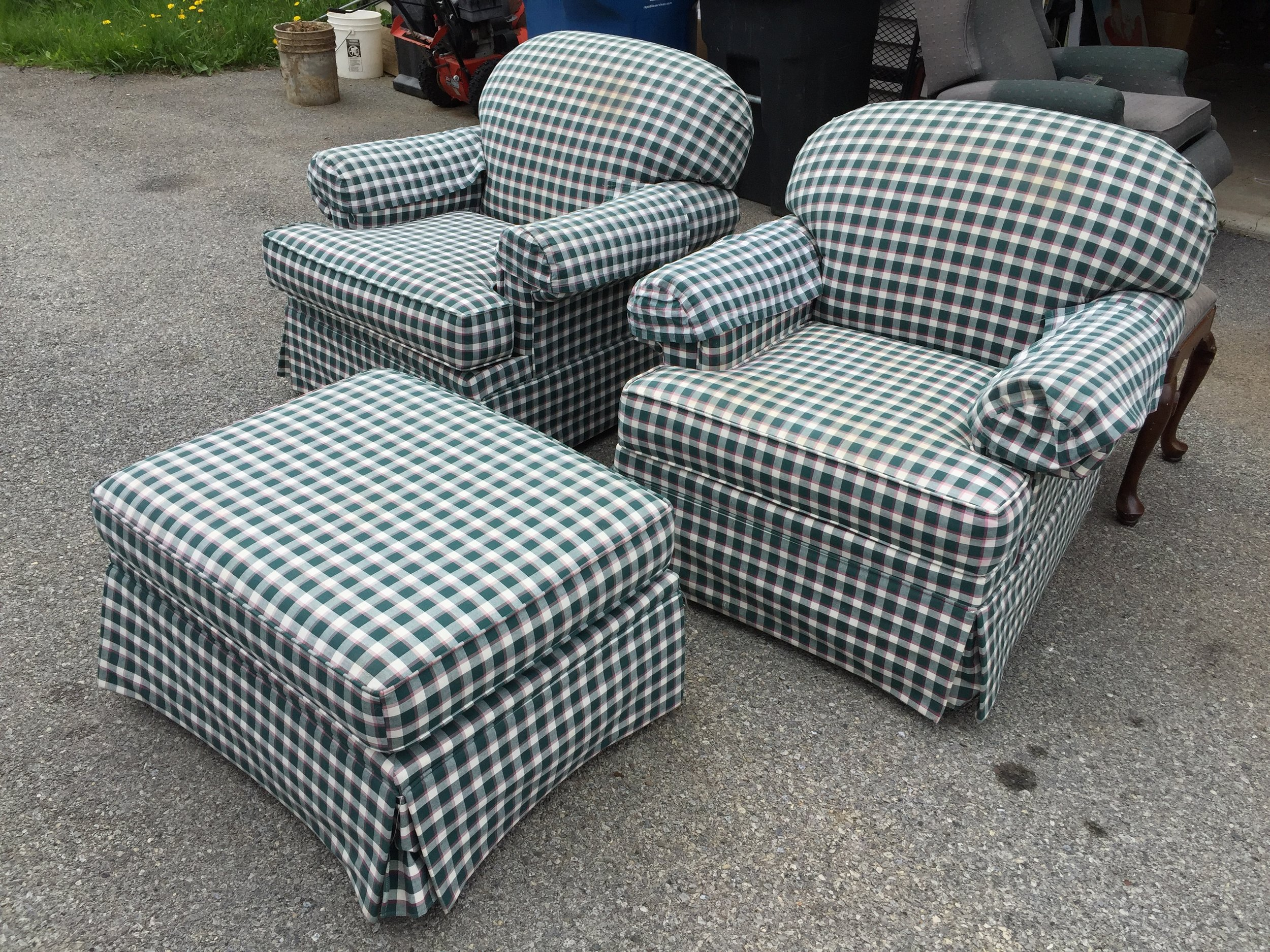 Super set from ROWE FURNITURE. 2 arm chairs and matching ottoman. Structurally superb, no rips or tears in upholstery but it will need a good cleaning. Priced to MOVE at $100 for all 3 pieces.