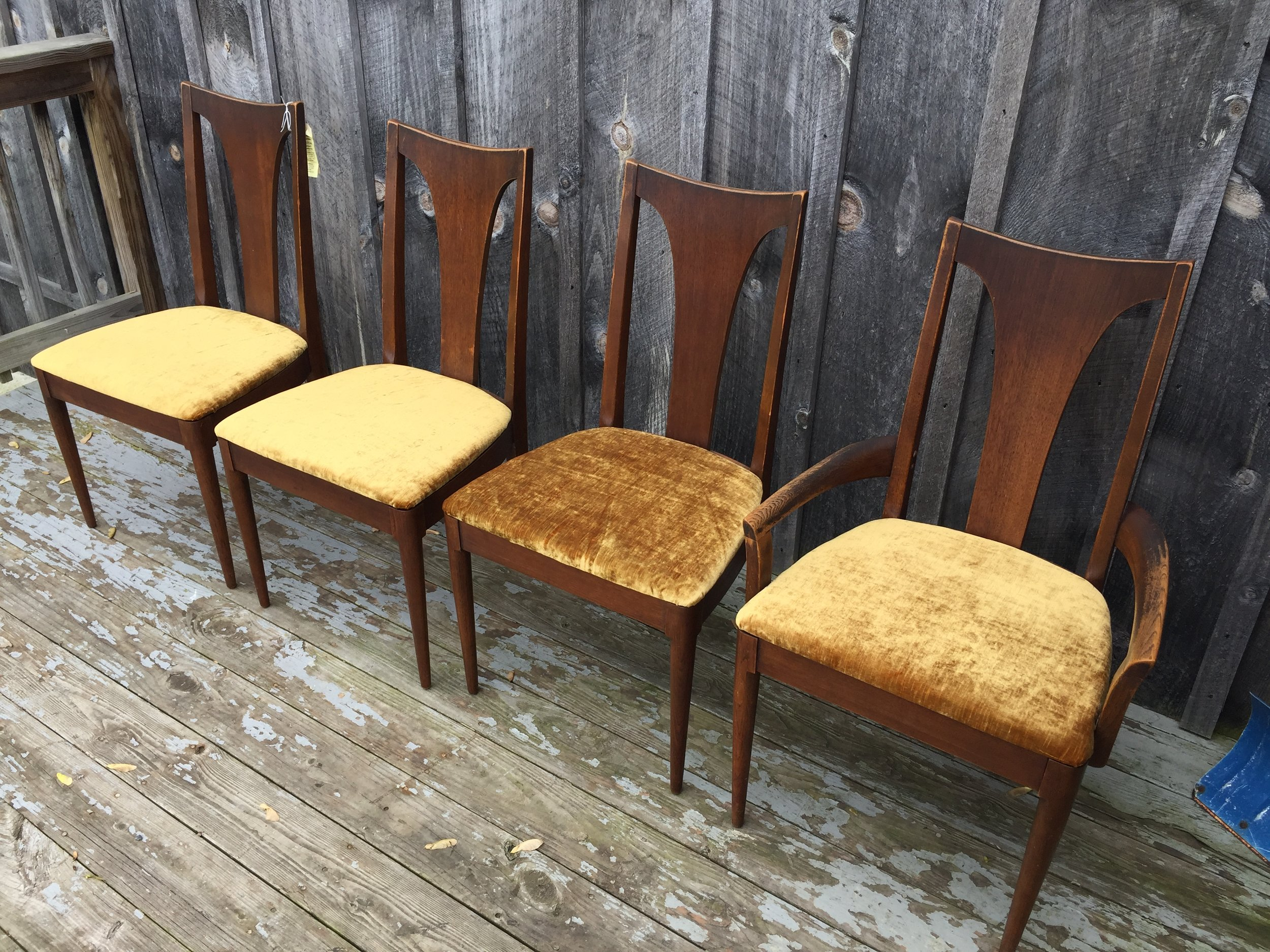 If you are interested in just the chairs, I can bus ship them for $150 additional.  Chairs alone $400.