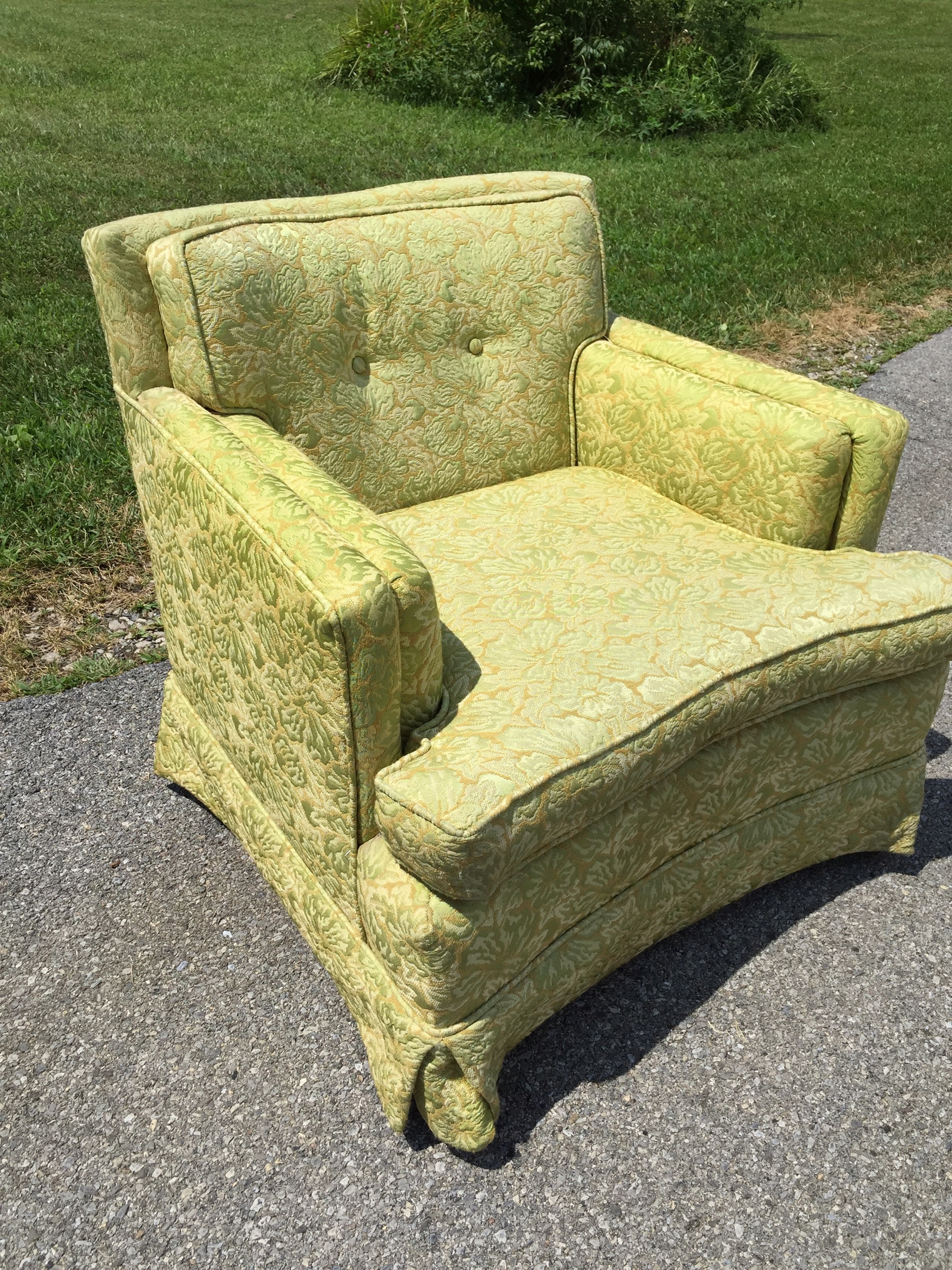 Super comfy damask club chair. Usable but there is some sun fade and minor wear to the upholstery. Buy as is or let me help you recreate this beauty to Your specifications. Did you know similar New chairs from crate And barrel sell for over $1000? We can do this one for less than that! I have a talented upholsterer who gives me great rates! I will help you sOurce fabric too.