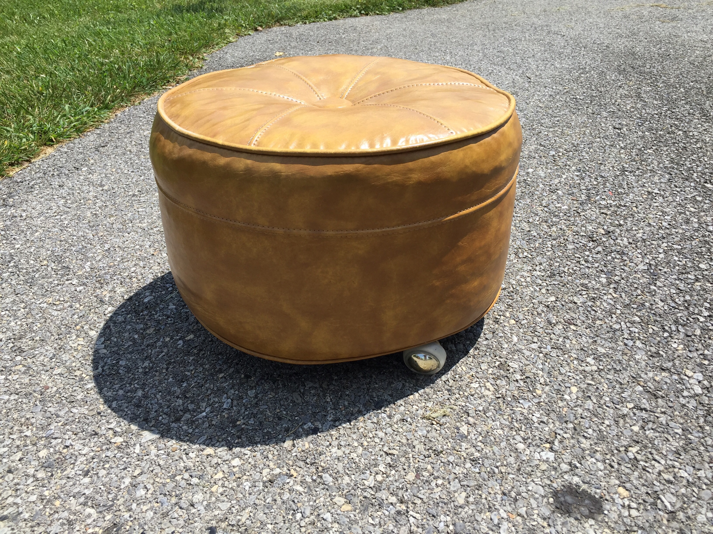 Another cool ottoman! This one with casters. Super cute! Vinyl in great shape.