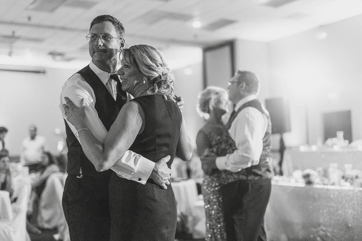 Sioux-falls-wedding-photography-Tayla-Will-218.jpg