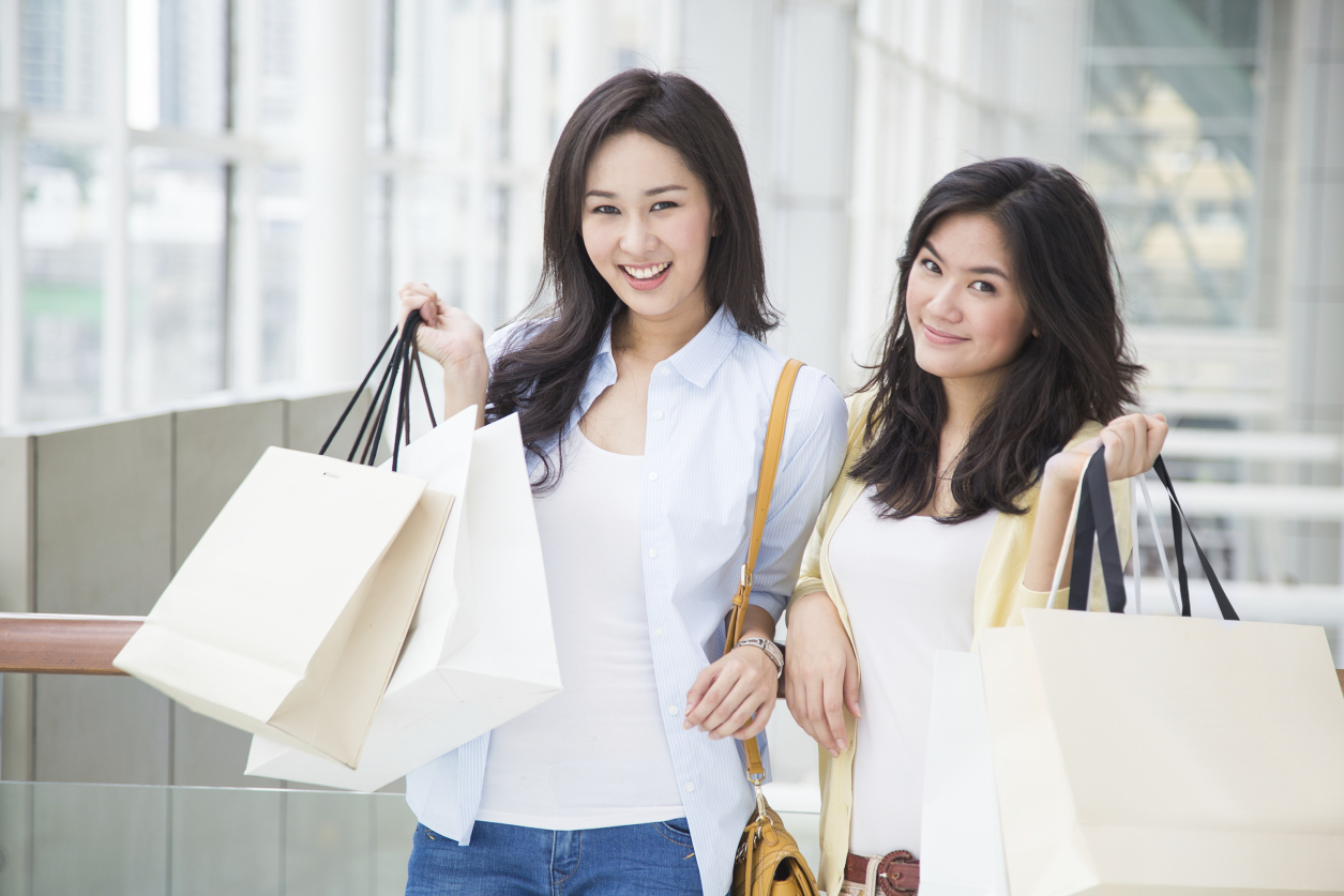 Chinese Shoppers - Target Chinese shoppers in any locations (airports, malls,…) and any other countries.