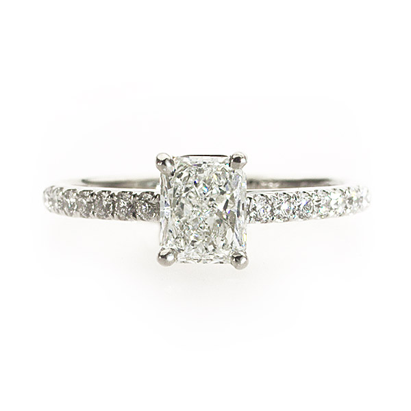 Astrid Radiant Special Solitaire Ring