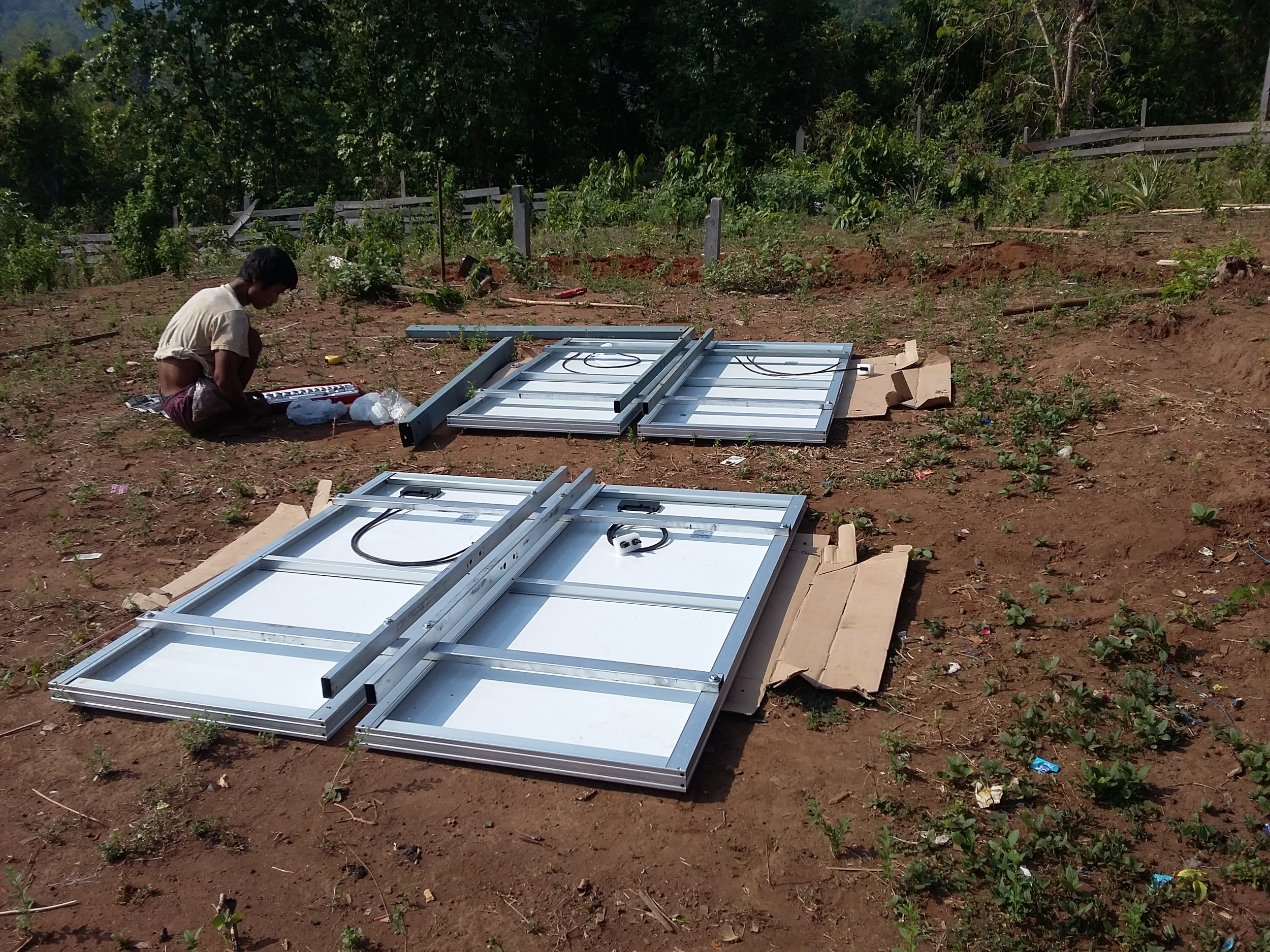 Connecting solar panels to the frame