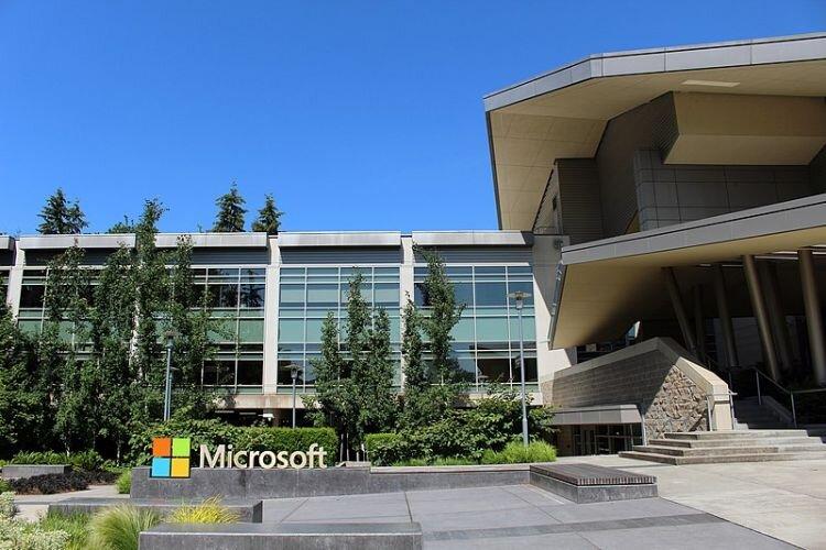 Microsoft_Headquarters_in_Redmond_Washington_Wikimedia_Coolcaesar__750_500_80_s.jpg