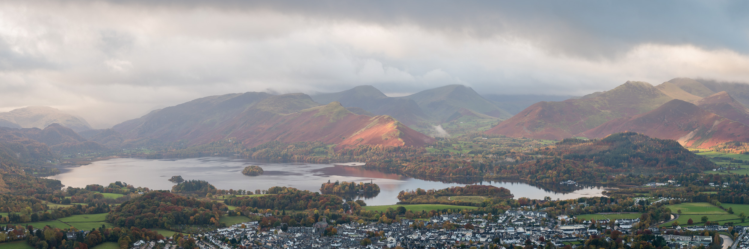As time progressed some splashes of light started to appear on Cat Bells. This image is a 3:1 crop of a 9 vertical image panoramic stitch.
