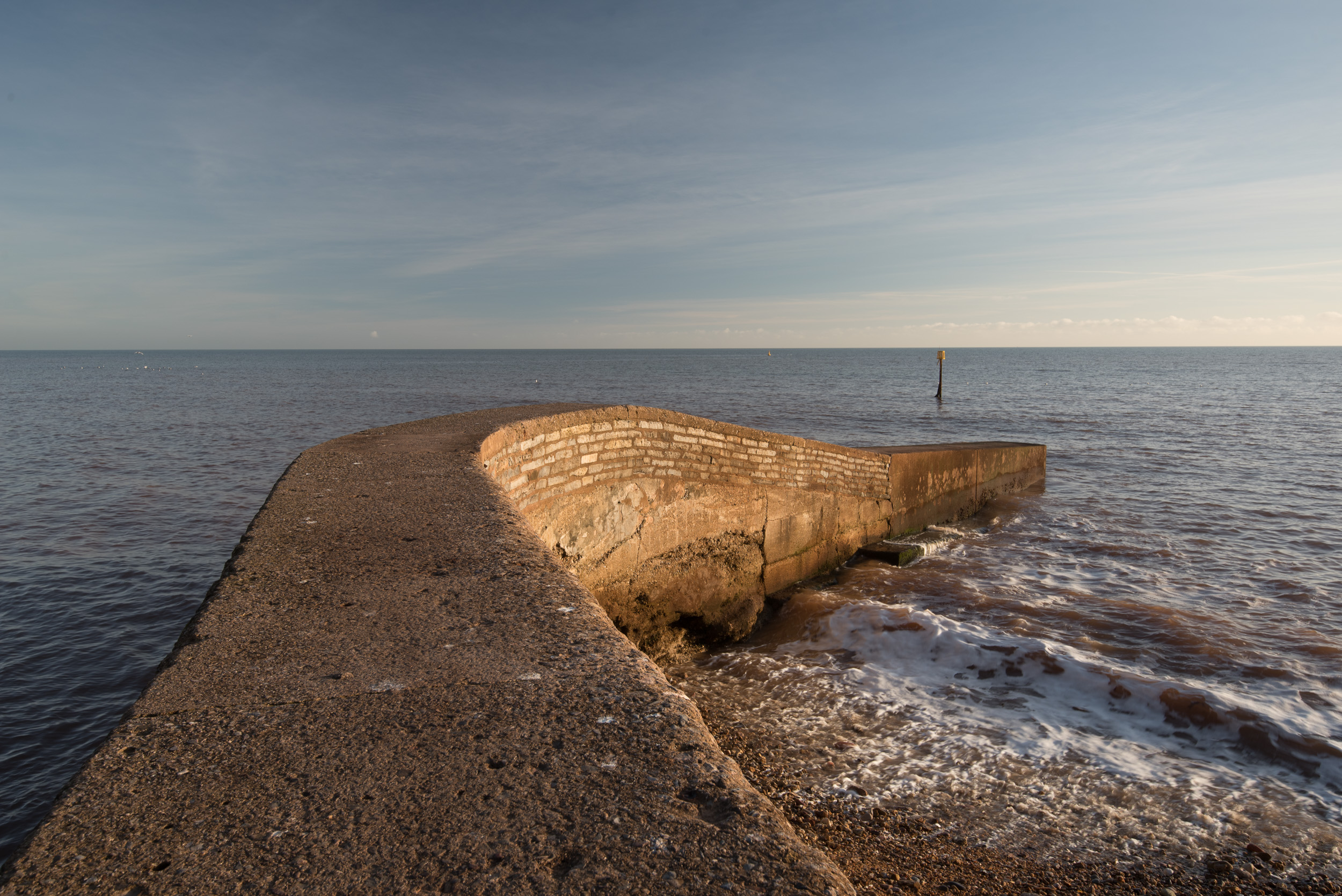 The addition of the polariser reduces the reflections on the groyne and brings out a little more detail in the sky. (Image unprocessed).