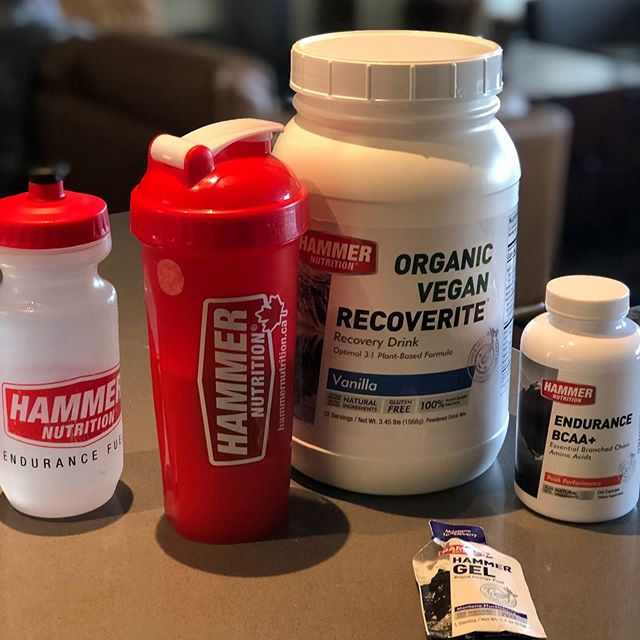 My gym kit today.💪🏽 🔨 🎯 #hammercan #howihammer #fuel #feelgood @shawn.k.stead @hammercanada . . Use code: PACE20 for 20% off on-line orders on the Hammer 🇨🇦 site