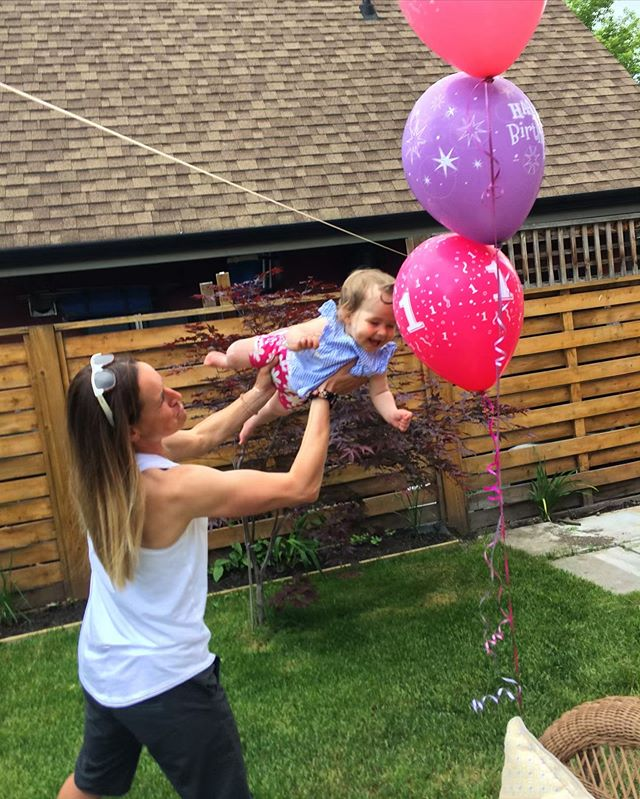 Auntie and Isla playing while celebrating her very special 1st birthday! 🎈🎂❤️ xo #lovebug #timeflies #wecouldplayforhours @sarahtrails