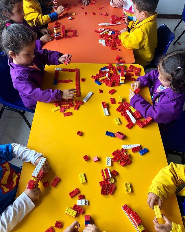 Pequeños arquitectos empezando a construir! 🏗🙂