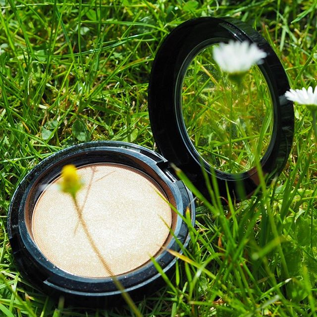 Now that Summer is finally returning, it's time to make use of our *amazing* HD Powder Précis, for adding a touch more coverage and keeping #makeup in place 👊🏻#summeressential