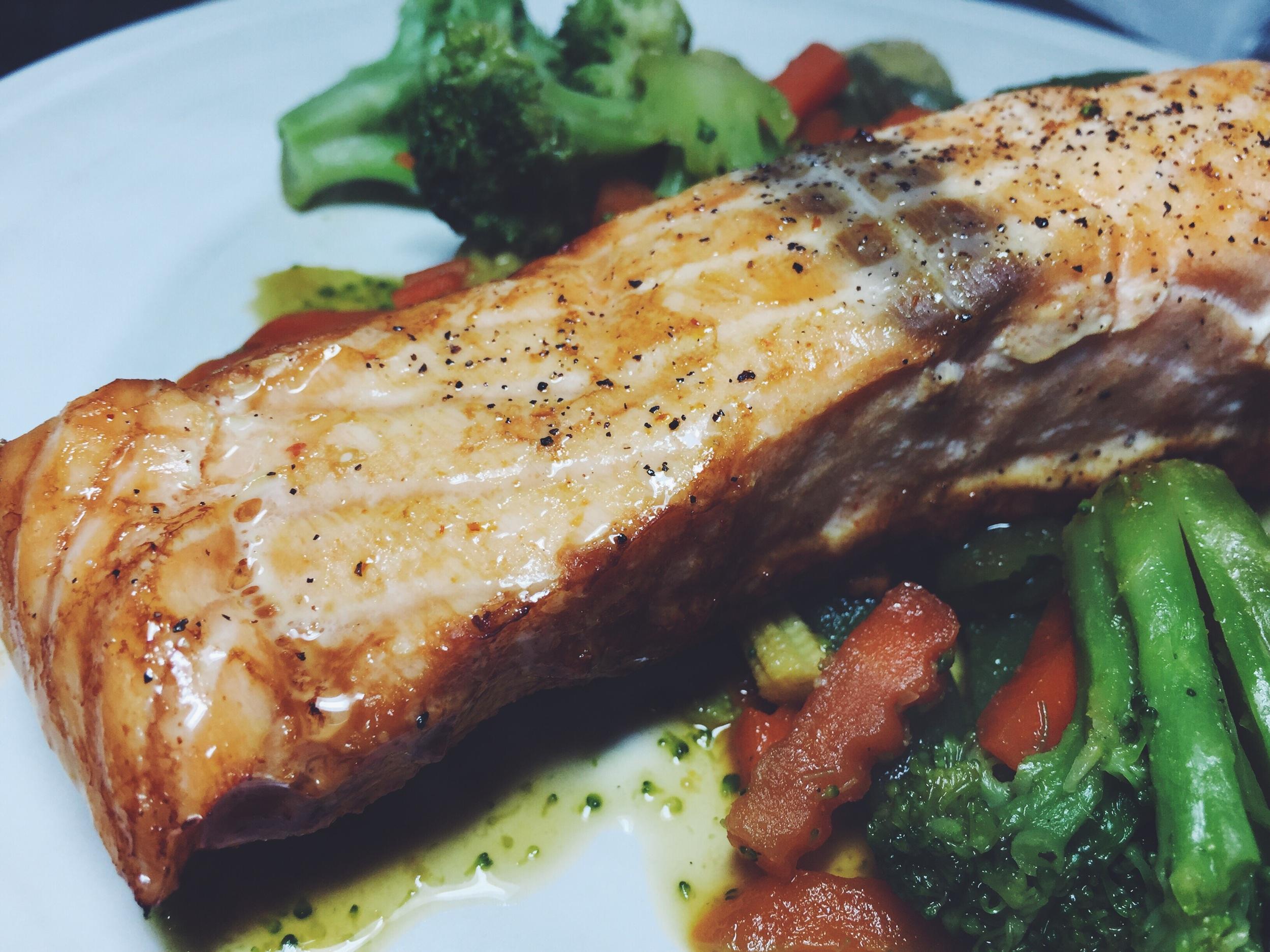 asian-inspired foil-baked salmon