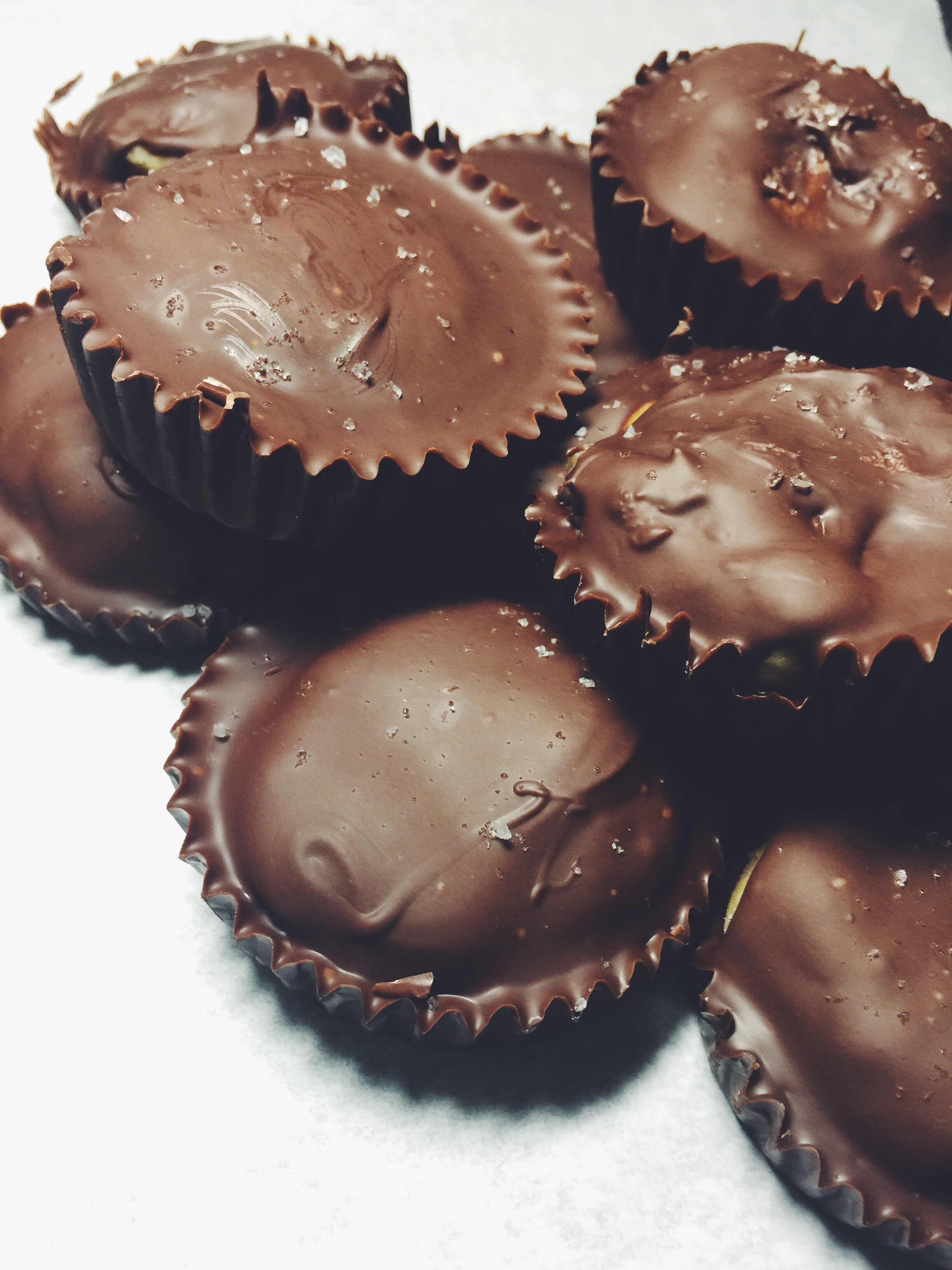 no-bake cookie dough chocolatey cups