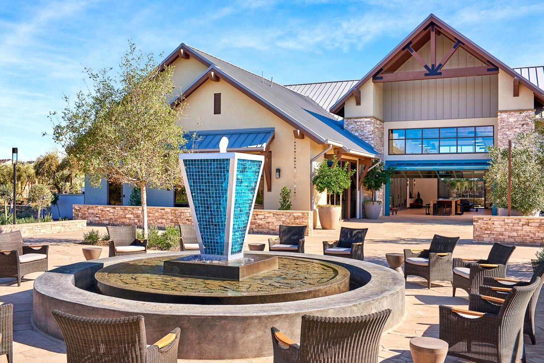 Rivewrstone Lodge Blue Fountain 01.jpeg