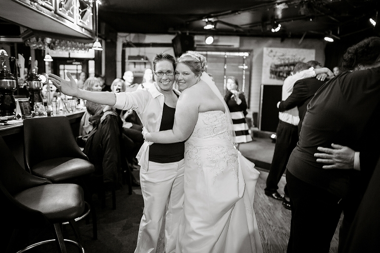 luxebylindsay_NYC_Wedding_Photographer_LGBTQ_Brides_Bar_063.jpg