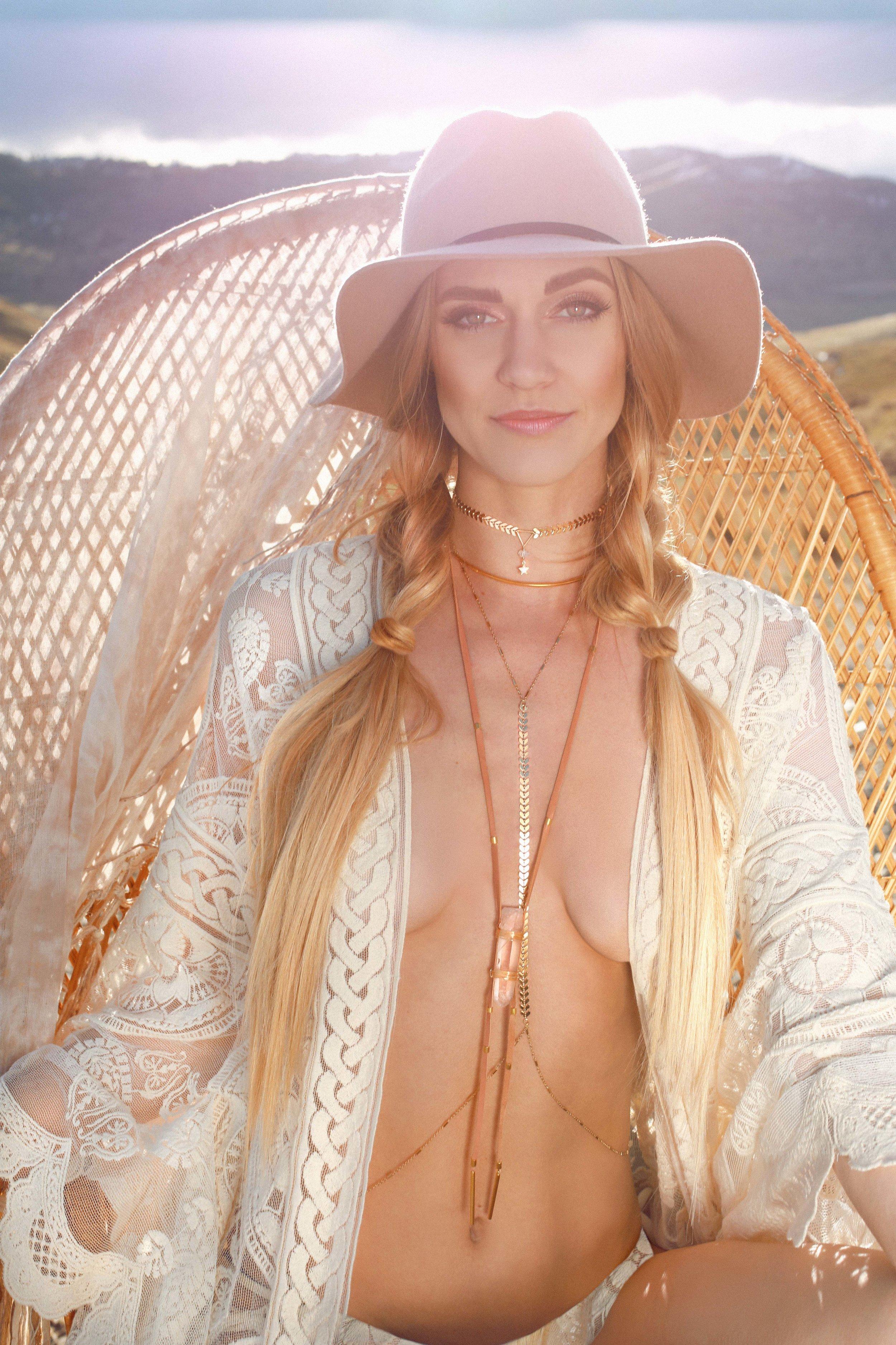 COLORADO GYPSY DREAMIN' - Photo Shoot Story shot by Alyssa Risley - IG @alyssarisley #GLOW