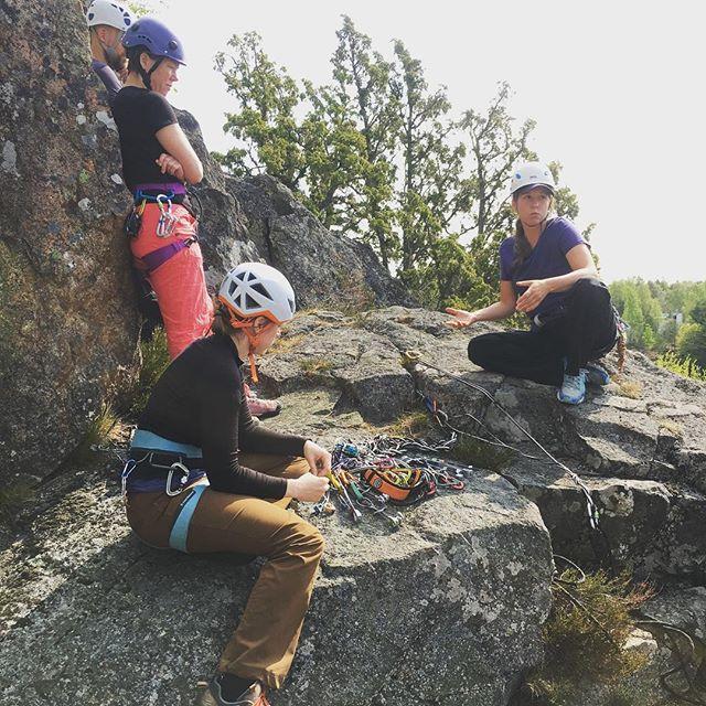 Vidareutbildning för bergsidans ledare på Häggsta idag. Nu blir vi ännu bättre 😉#bergsidan #friluftsframjandet #klättring #klättringistockholm