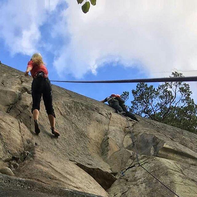 Än är säsongen inte slut. Jättefin öppen klättring på Bistaberget idag! #bergsidan #friluftsfrämjandet #klättring #bistaberget