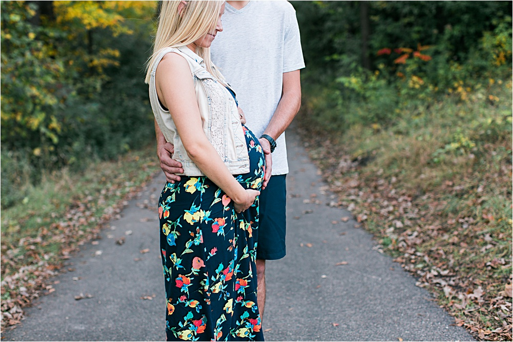 Minnesota fall maternity photos showing mom to be bump