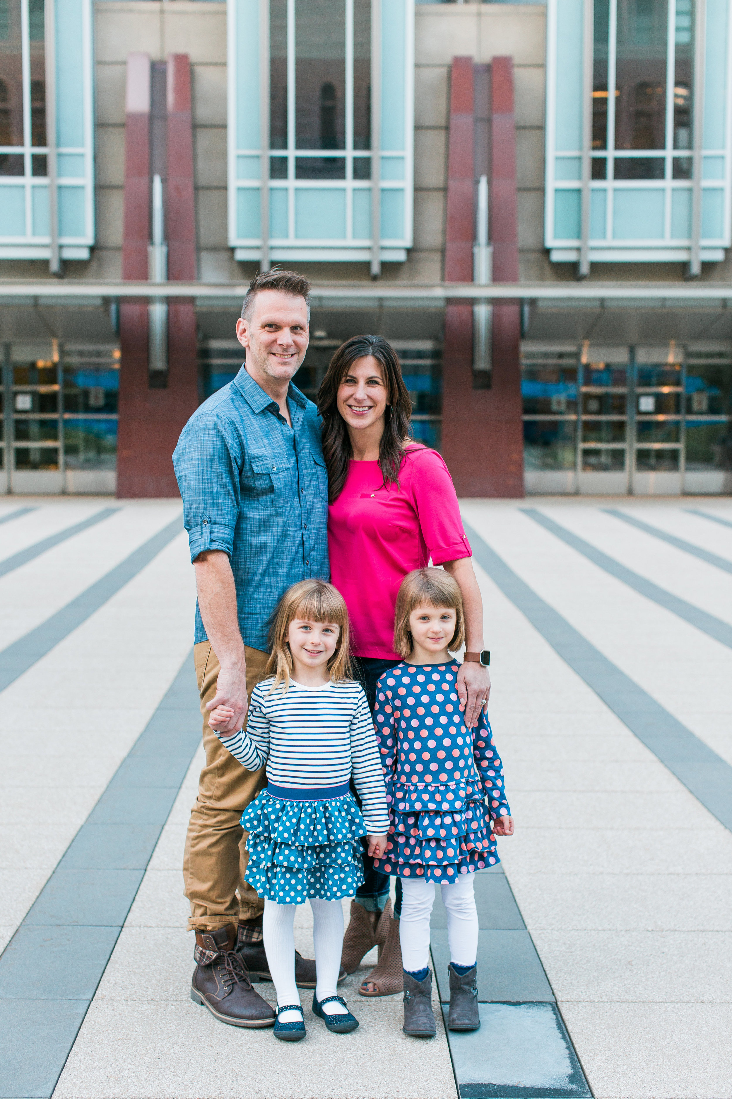 Downtown Minneapolis family photography summer photo with mom dad and twins Minnesota family photographer Mallory Kiesow Photography