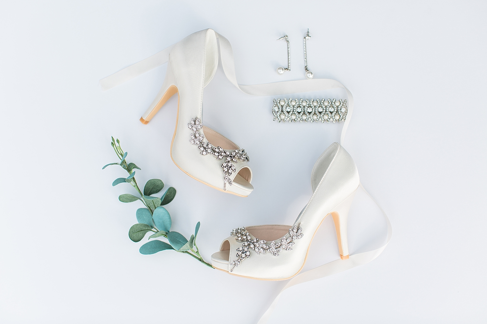 Bridal shoes and jewelry for wedding at the Chart House Summer Wedding Lakeville Minnesota Minneapolis Wedding Photographer Mallory Kiesow