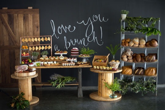 Photo by  Studio EMP  // Table Design + Catering  24 Carrots  //Chalk Art  Inviting Occassion