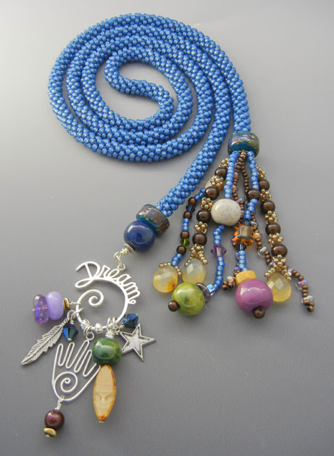 touch the dream collier inspiré par le tableau de Laly Mille