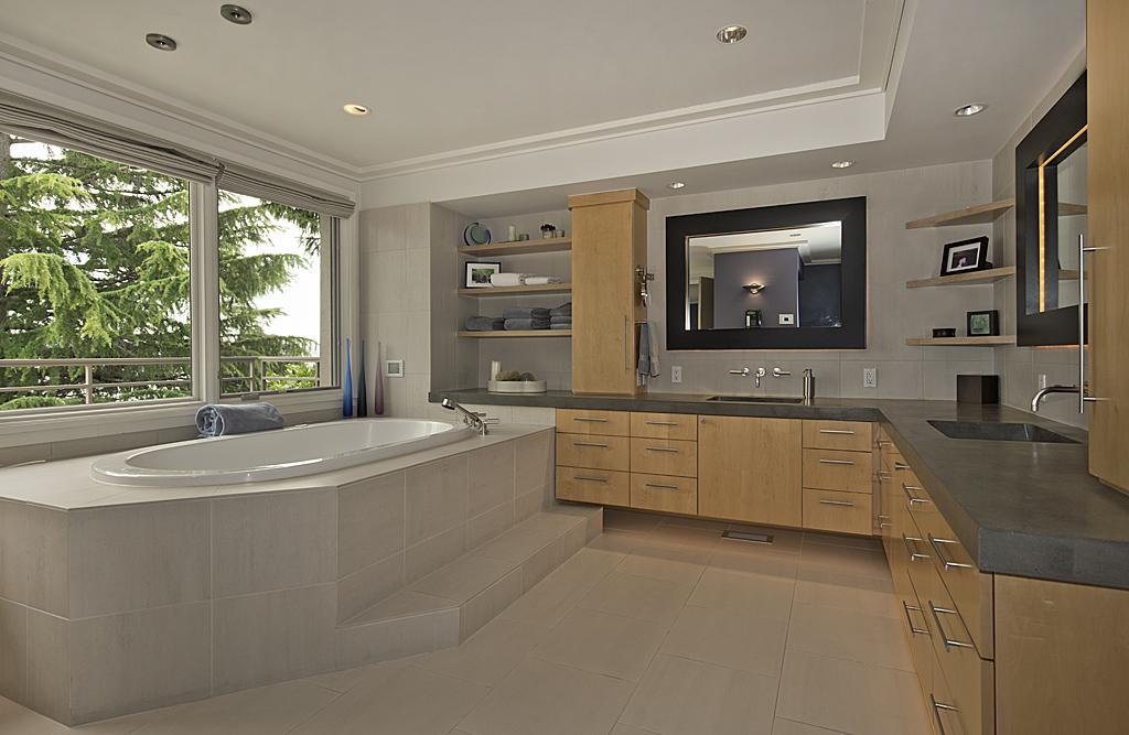 master bathrooom 2.jpg