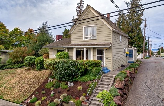 1109 33rd St | Everett  Sold for $359,000   Represented the Seller