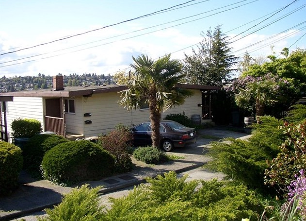 2561 13th Ave W, Seattle  Sold for $1,141,500   Represented the Buyer