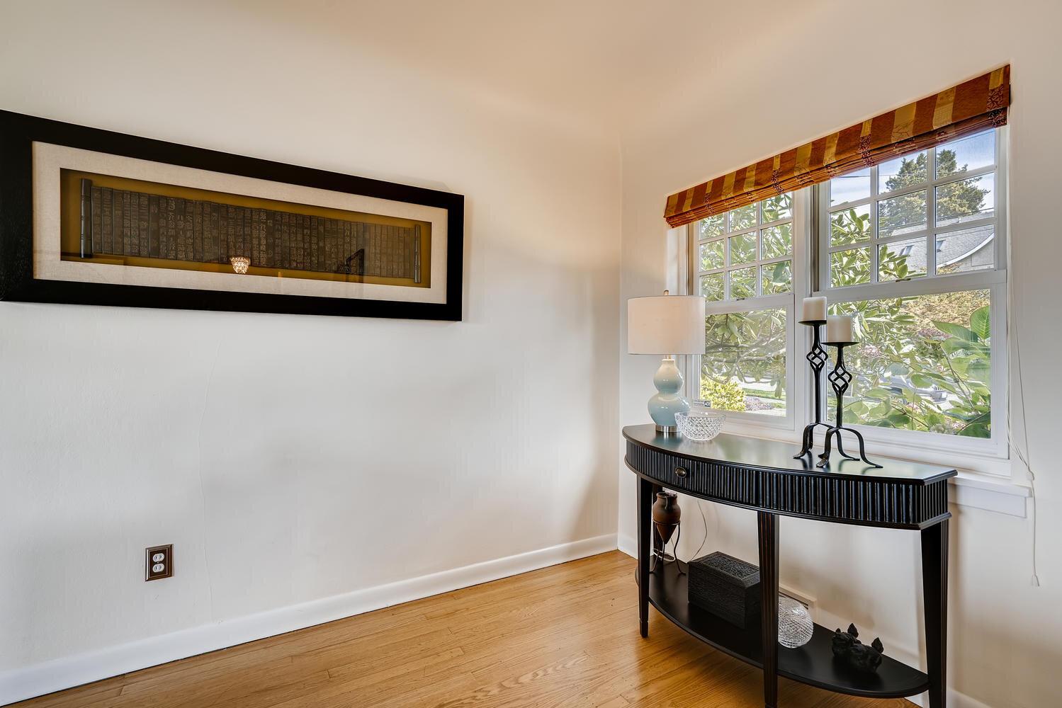 2111 29th Ave W Seattle WA-large-005-008-Living Room-1500x1000-72dpi.jpg