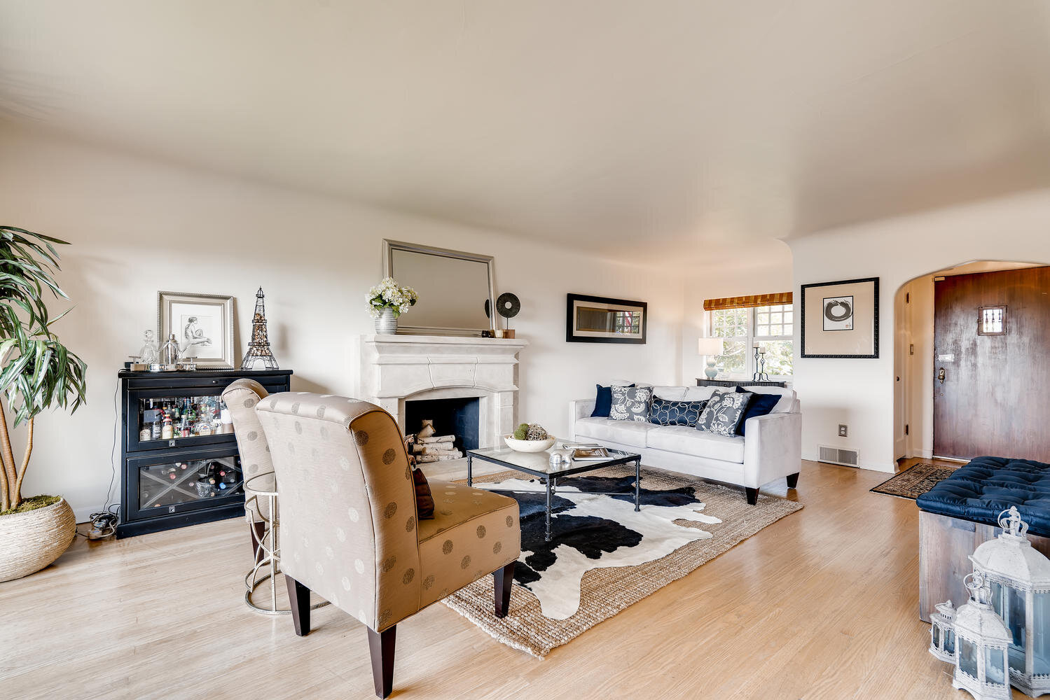 2111 29th Ave W Seattle WA-large-006-033-Living Room-1499x1000-72dpi.jpg