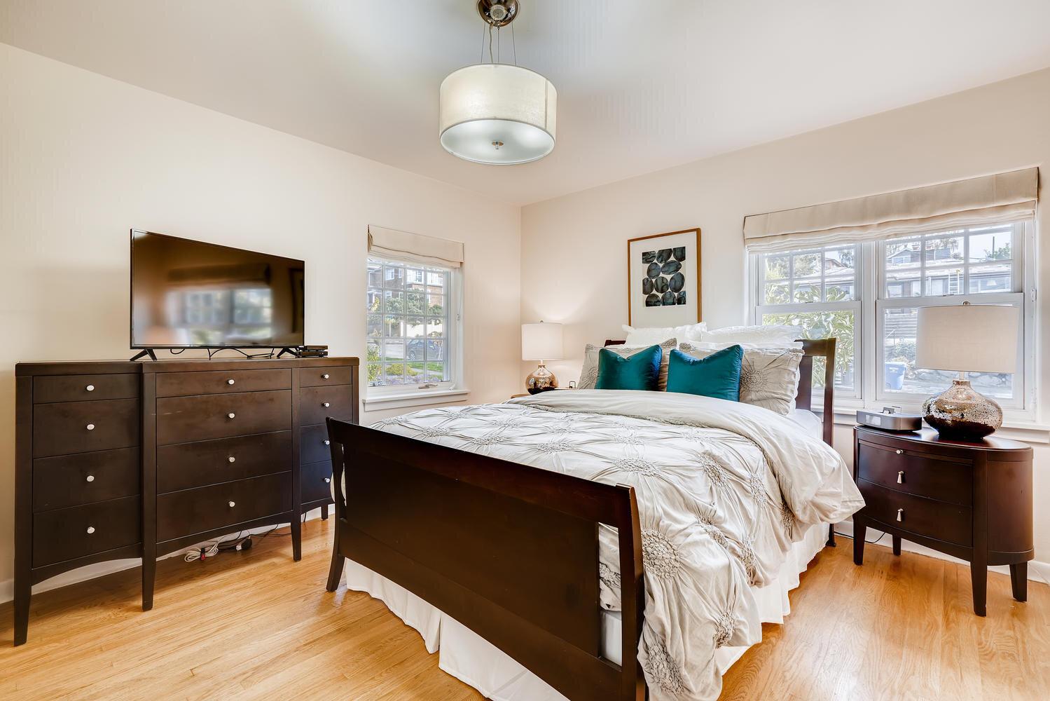 2111 29th Ave W Seattle WA-large-015-004-Master Bedroom-1499x1000-72dpi.jpg