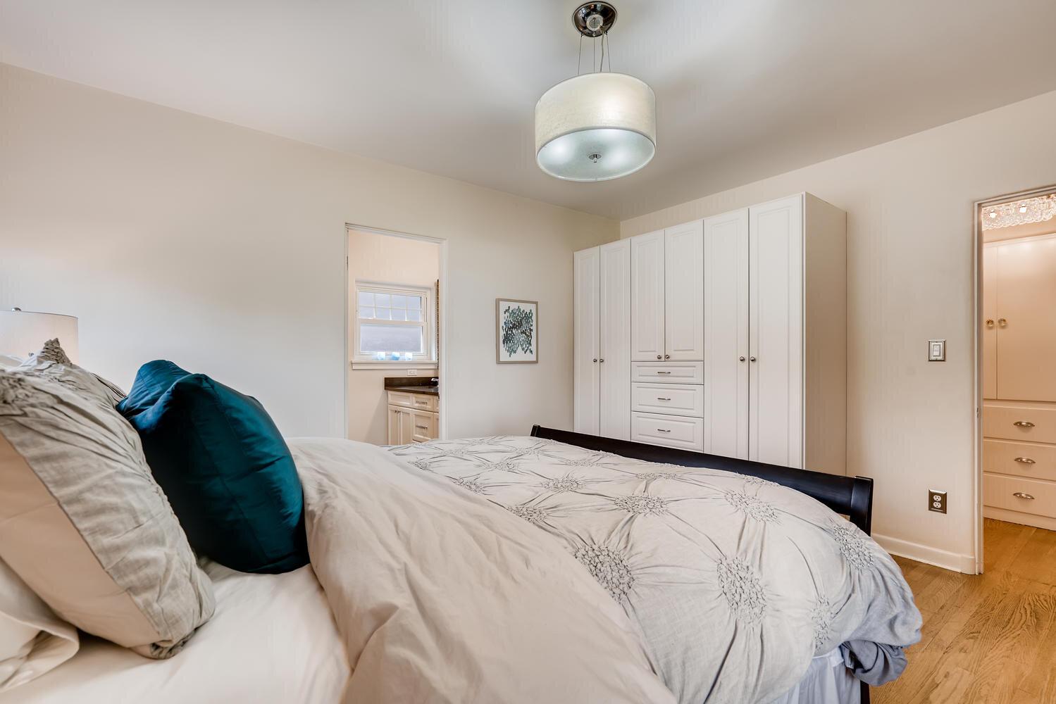2111 29th Ave W Seattle WA-large-016-036-Master Bedroom-1499x1000-72dpi.jpg