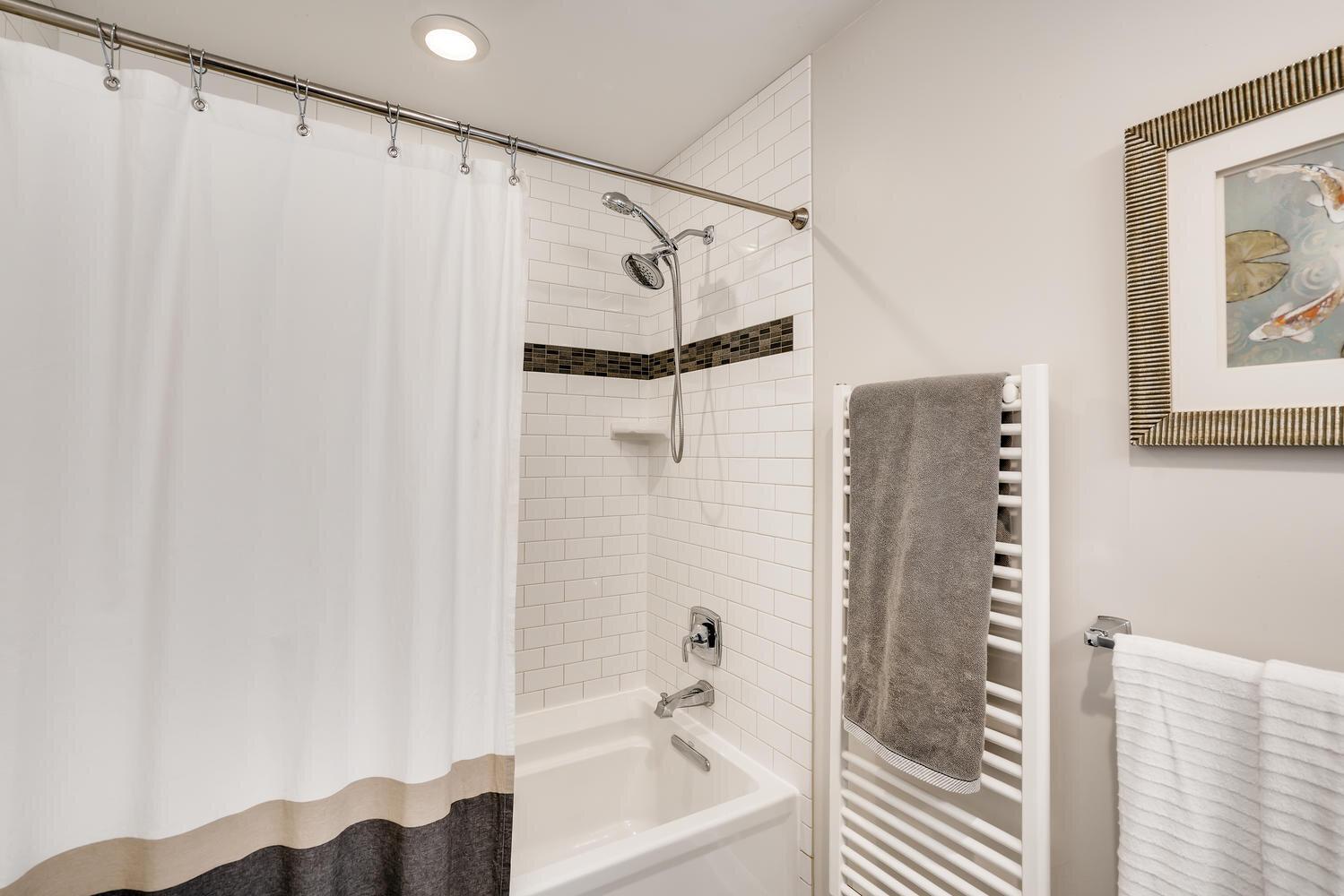 2111 29th Ave W Seattle WA-large-018-037-Master Bathroom-1499x1000-72dpi.jpg