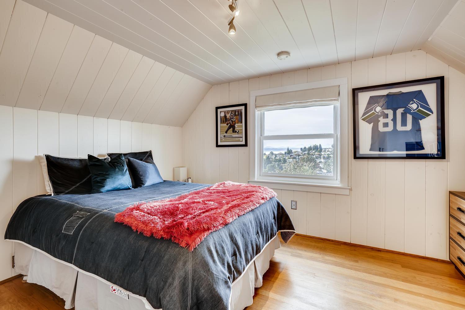 2111 29th Ave W Seattle WA-large-021-035-2nd Floor Bedroom-1499x1000-72dpi.jpg